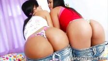 Bruna e sua amiga transex dando a bunda.