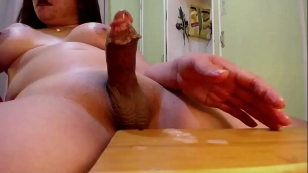 Video solo amador com travesti gozando