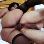 Shemale ativa comendo cu de macho no motelzinho